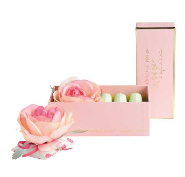 boite-baby-coussin-et-3-macarons-rose-bonbon