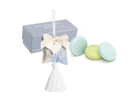 boite-accroche-cur-et-3-macarons-fontaine